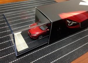 新型アクセラ 納車:ミニカー箱2