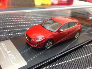 新型アクセラ 納車:ミニカー2