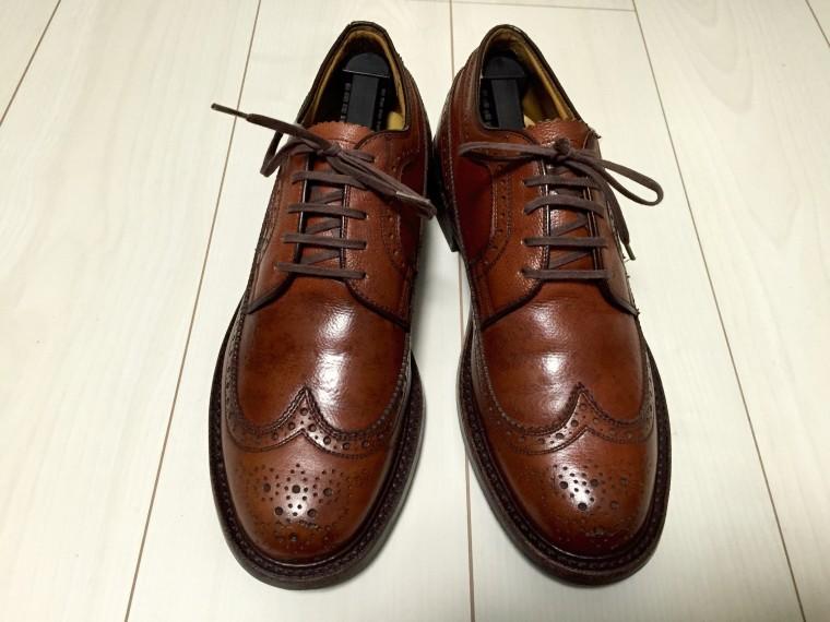 革靴にヤスリがけ後靴クリーム塗布