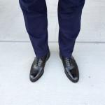 ロイドフットウェアの黒のフルブローグとネイビーのスーツと私