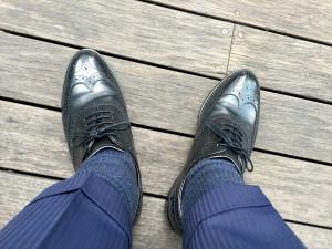ロイドフットウェアの黒のフルブローグの履き皺