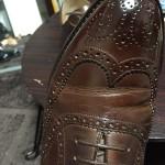 サフィールのレノベイティングカラー補修クリームで履き皺の色抜けを補修
