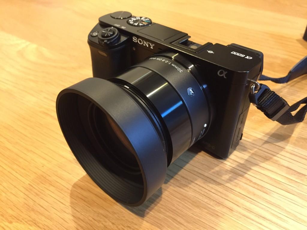 ソニーα6000にシグマの単焦点レンズ(30mm f2.8 DN)を装着