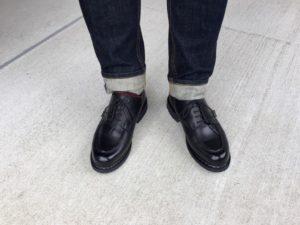 パラブーツ シャンボードの黒とジーンズのコーディネート