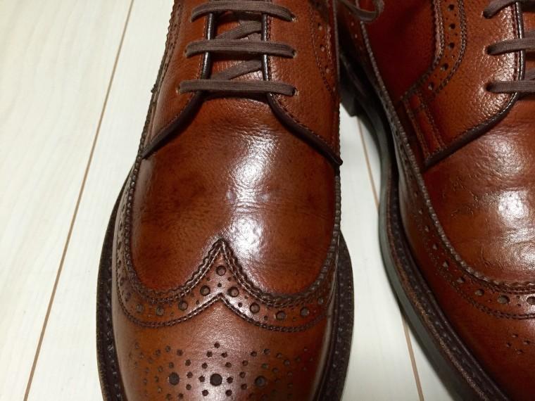 革靴にヤスリがけ後靴クリーム塗布2