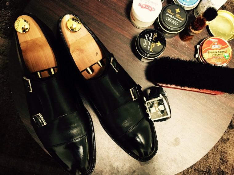 靴磨き作業台(シェットランドフォックス ダブルモンク&タグホイヤーモナコ&靴クリーム)