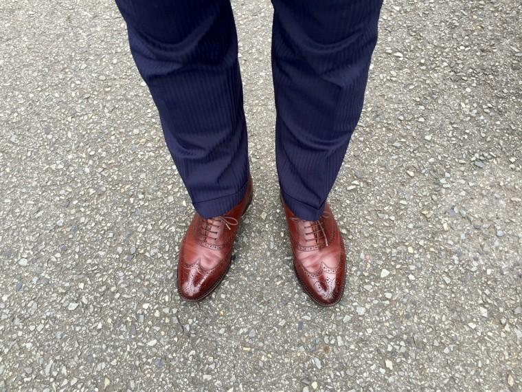 ロイドフットウェア フルブローグ(ウィングチップ)ブラウン×スーツ(ネイビー)