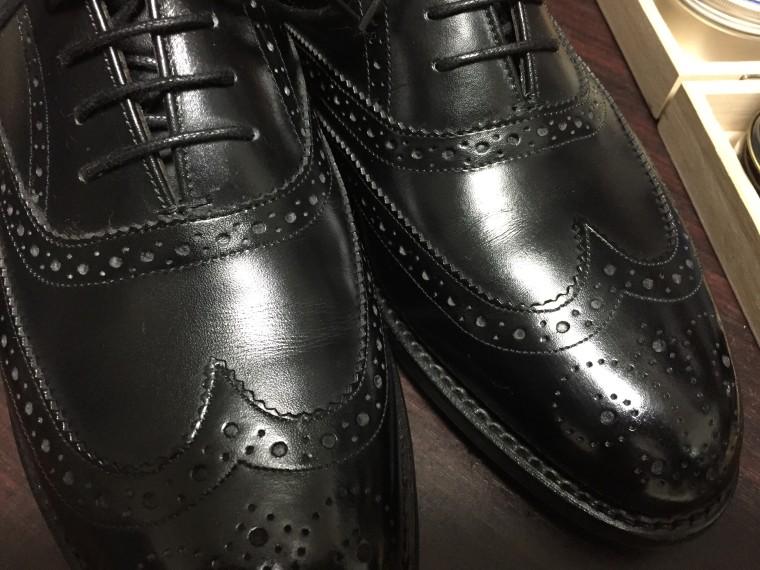 ロイドフットウェア 黒のフルブローグの履き皺(シューツリー有り)