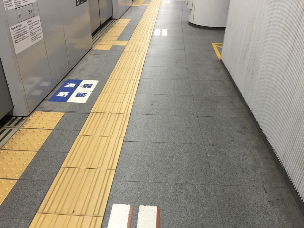 駅の床(東急渋谷駅)
