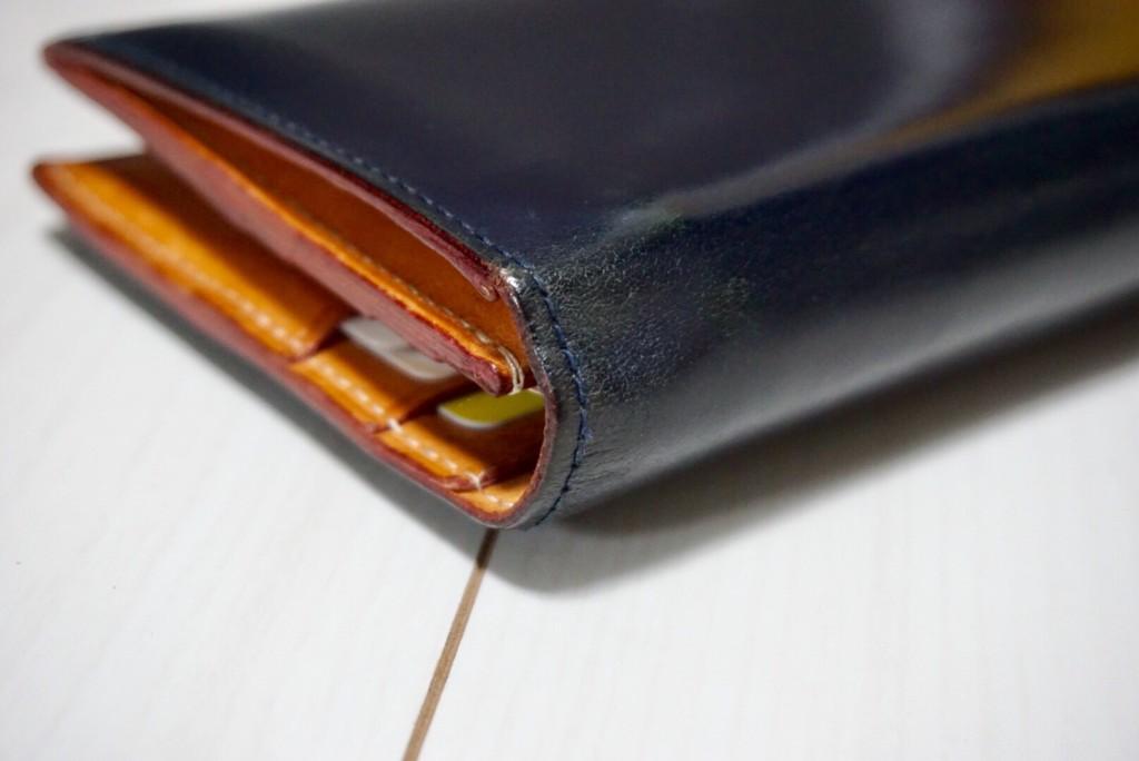 GANZO(ガンゾ)の長財布のエイジング3年物折り曲げ部分