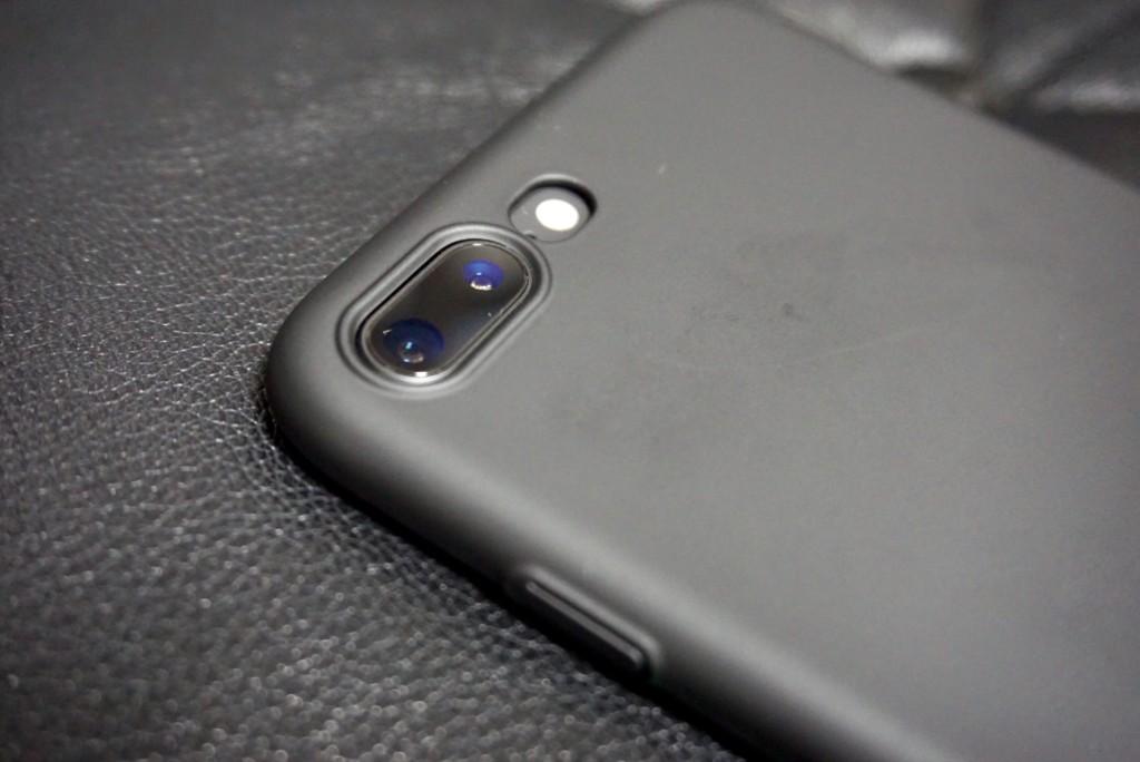 iPhone8 PlusにHUMIXXのケース_カメラ部分