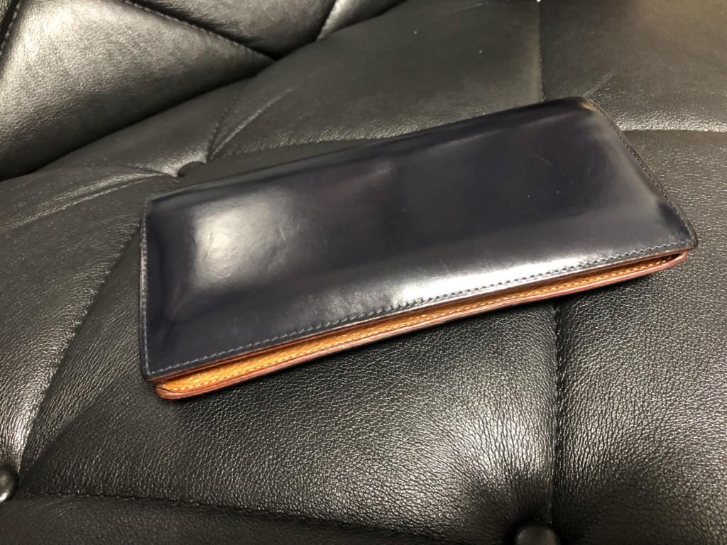 4年経ったGANZO(ガンゾ)のシンブライドル長財布のエイジング