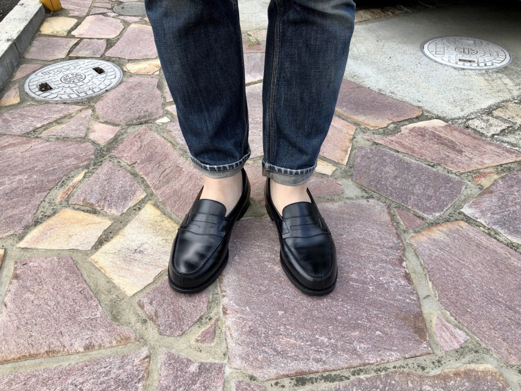 15回履いた黒のJMウェストンのローファー(#180)とジーンズ