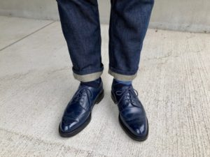 ネイビーのJMウェストン588と濃い色のジーンズ
