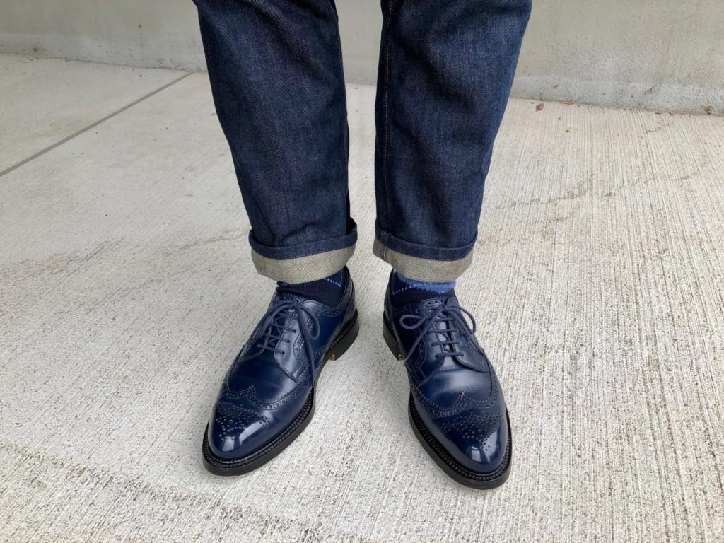 ネイビーのJMウエストン588と濃い色のジーンズ