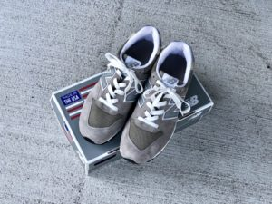 ニューバランスM996GR(グレー)_箱と靴