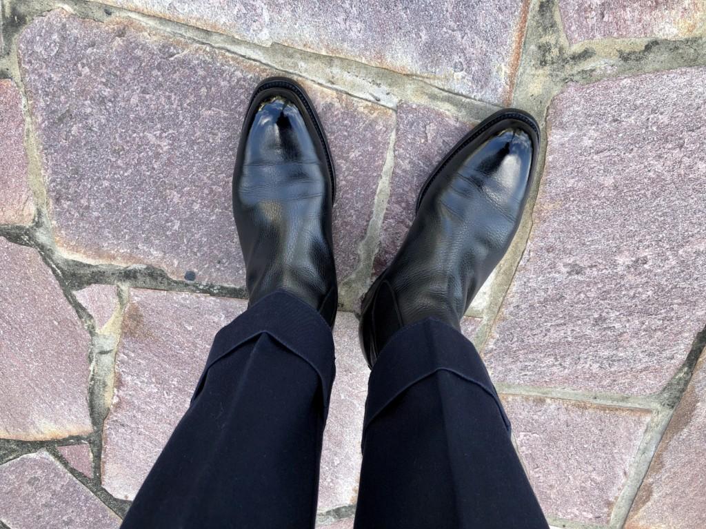 11月20日火曜日はJMウェストン705サイドゴアブーツ×ネイビーパンツのコーデ画像