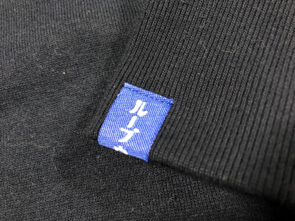 ループウィラー(LOOPWHEELER)のカタカナのロゴが入ったタグ