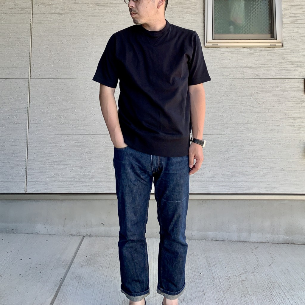 ループウィラー×LOWERCASE「天竺半袖Tシャツ」×ジーンズコーデのアップ画像