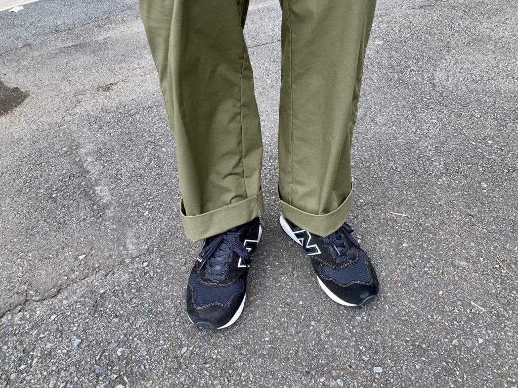 ニューバランス1400×カーキワイドパンツのコーデ画像