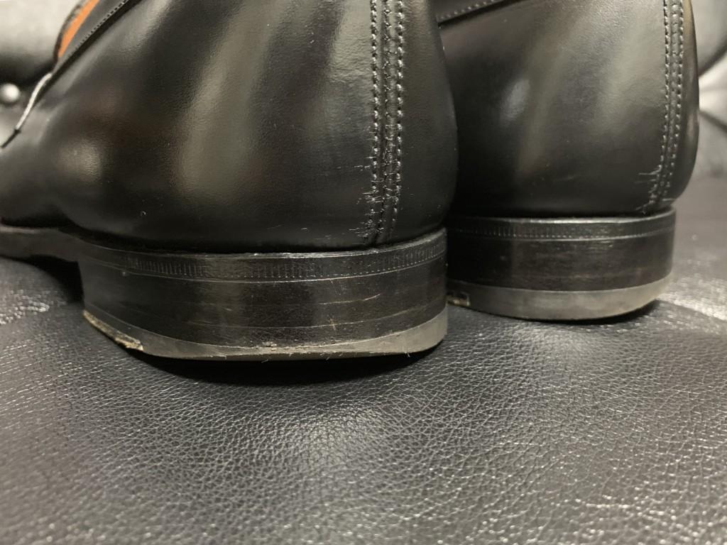 70回履いた黒のJMウエストン180ローファーのトップリフトがすり減った画像