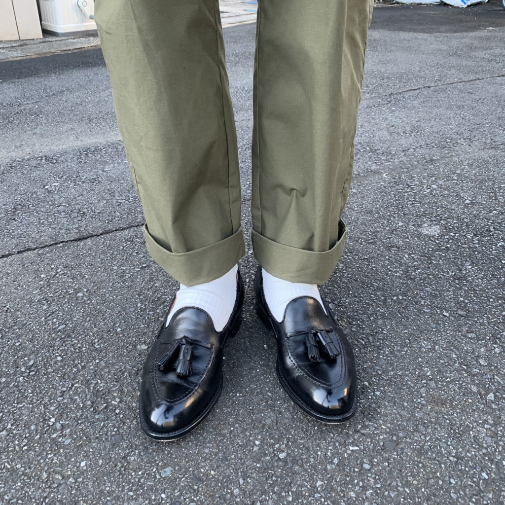 オールデン「タッセルローファー」×ワイドパンツコーデの画像