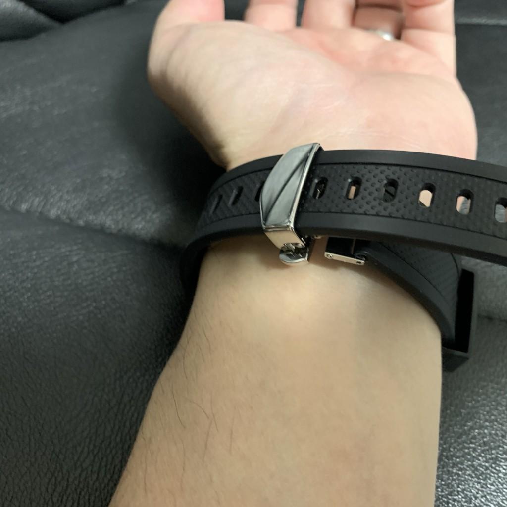Dバックルの時計を腕につける手順2