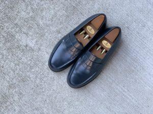 JMウエストン「180ローファー」ネイビーの靴磨きの画像2