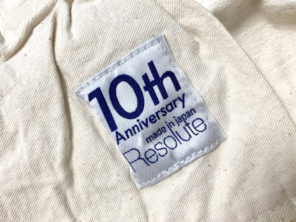 ポケットの内側に10周年の文字の画像