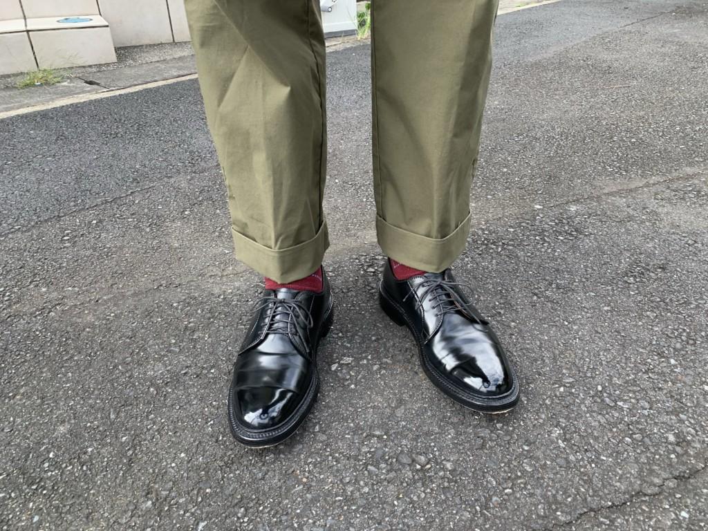 オールデン9901×カーキワイドパンツのコーデ画像