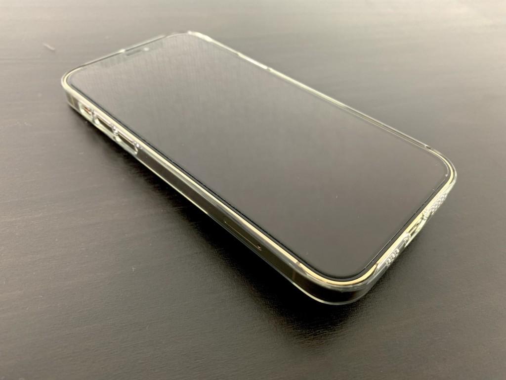 iPhone12 Proのゴールドにパワーサポートのエアージャケットを装着した画像3