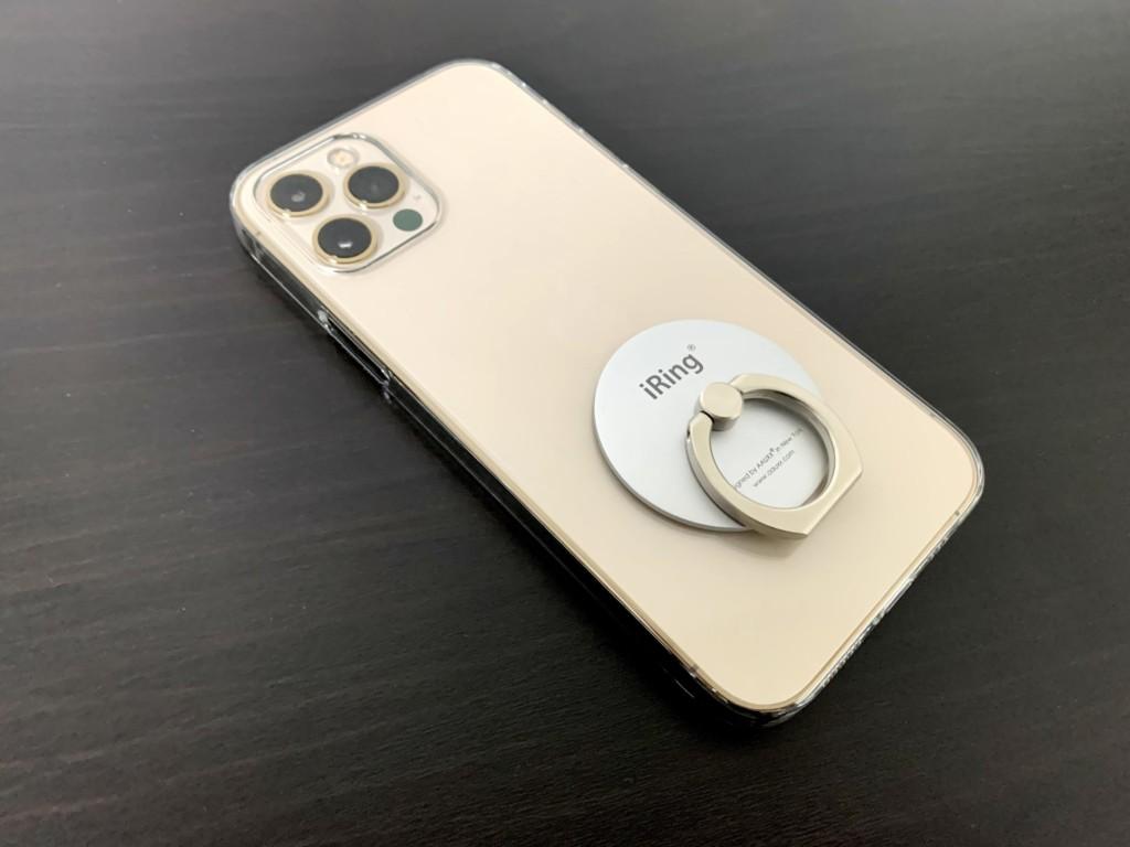 iPhone12 Proのゴールドにパワーサポートのエアージャケットを装着した画像(背面画像)
