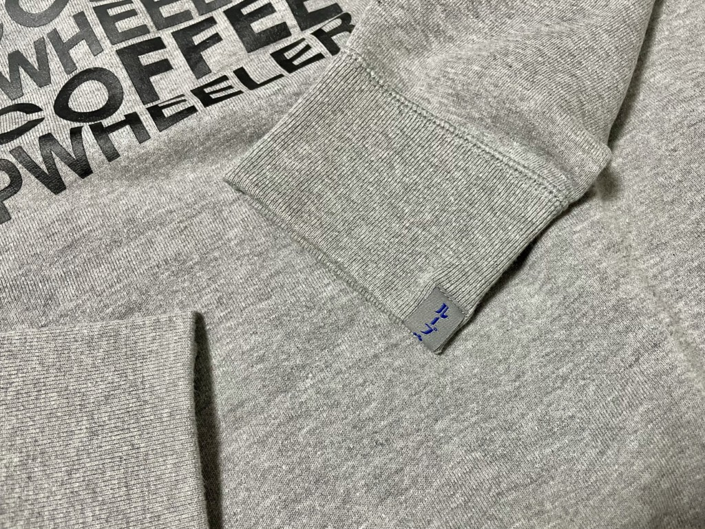 LOOPWHEELER×NOCOFFEEのグレースウェットの袖のタグの画像