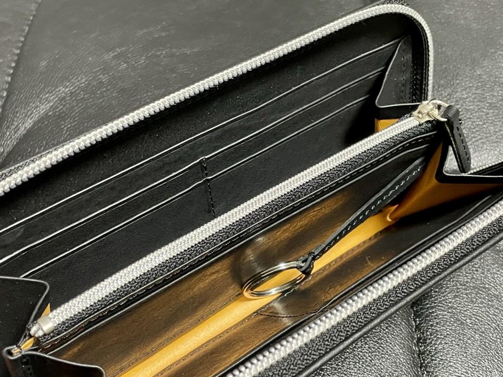 黒のGANZO(ガンゾ)GRラウンドファスナー長財布の内装の画像