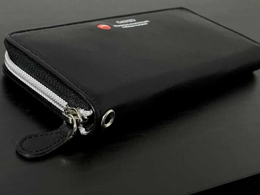 黒のGANZO(ガンゾ)GRラウンドファスナー長財布のメタルコイルファスナーの画像