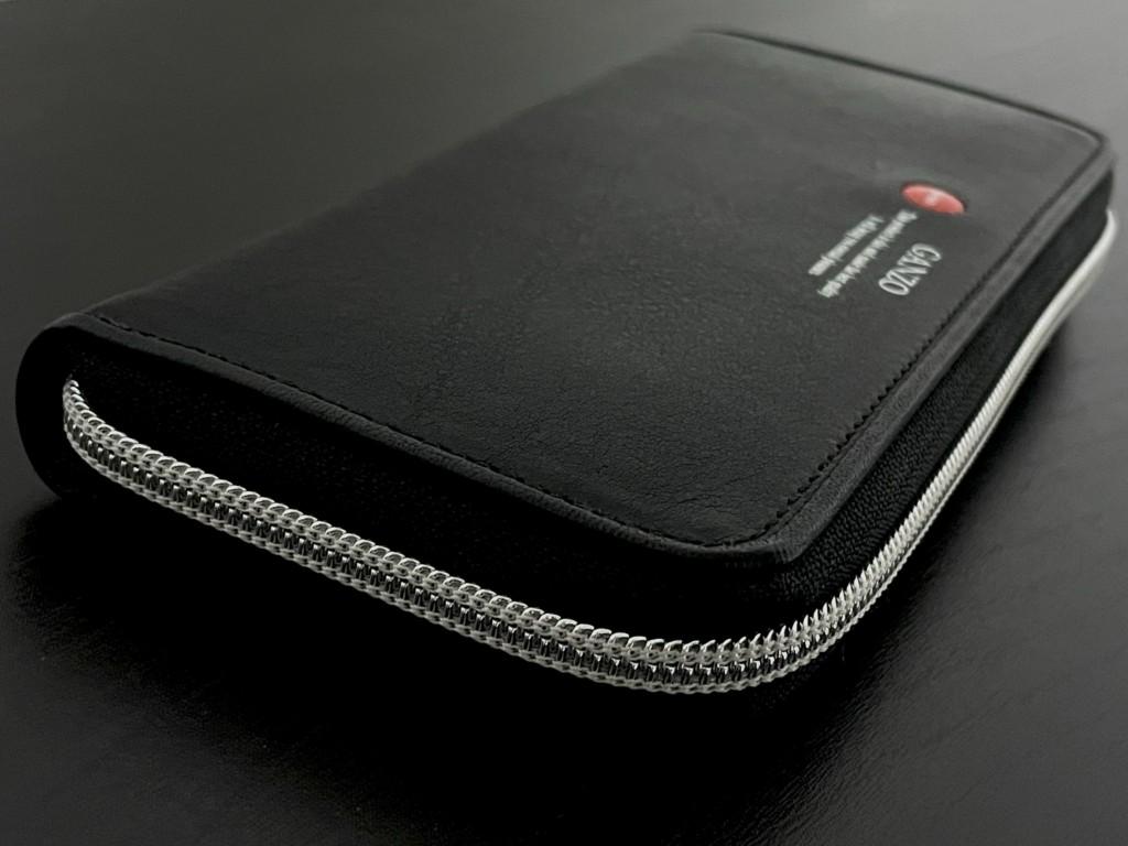 黒のGANZO(ガンゾ)GRラウンドファスナー長財布はミネルバボックスの画像